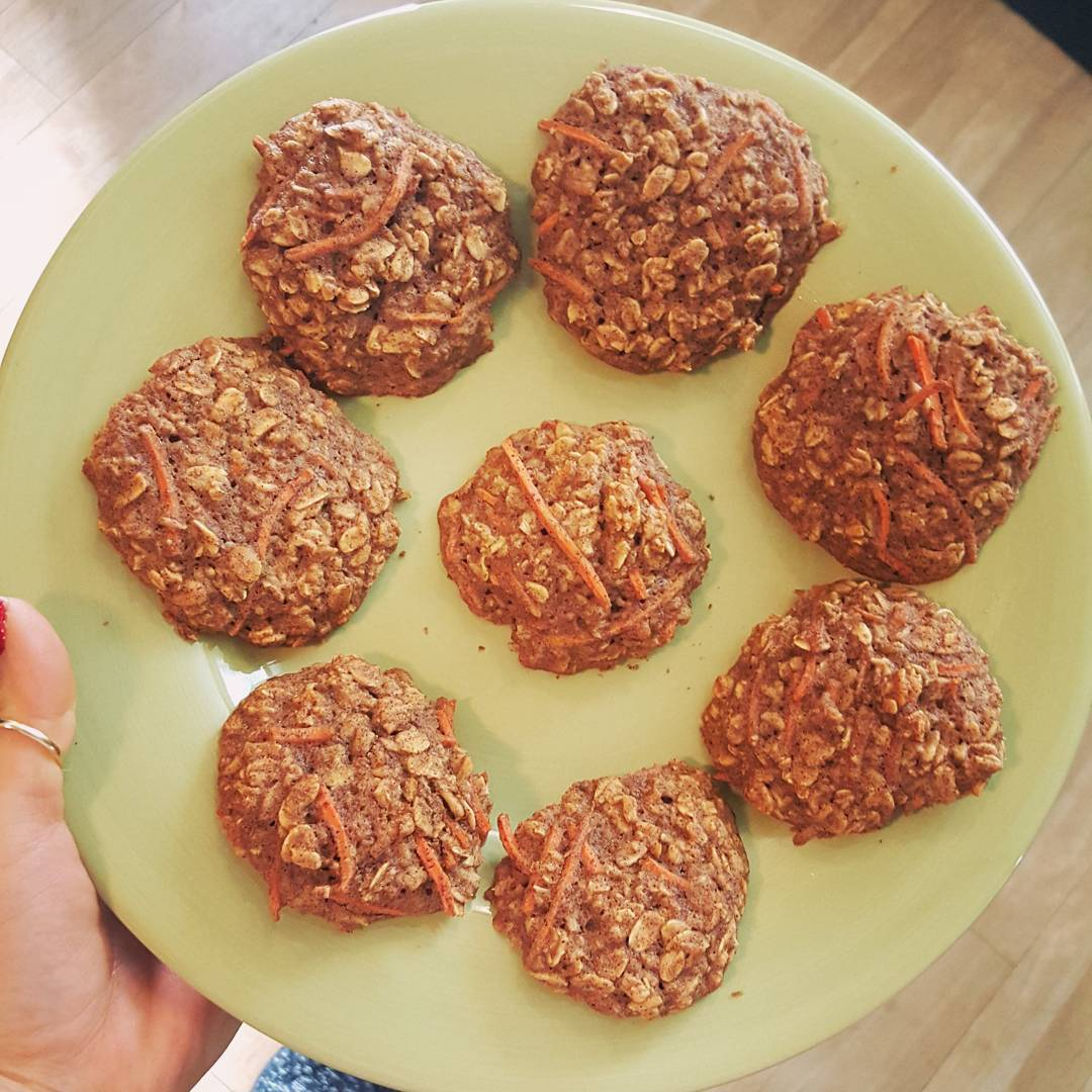 carrot cake oatmeal cookies by @v__page