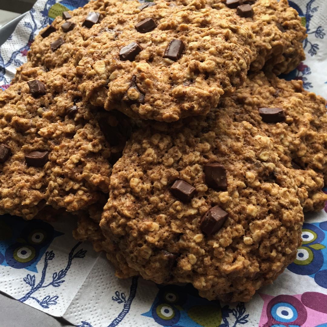 chocolate chip banana bread oatmeal cookies by @vale_foodandfitness