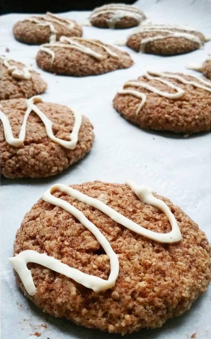 cinnamon roll oatmeal cookies by @asplashofbean