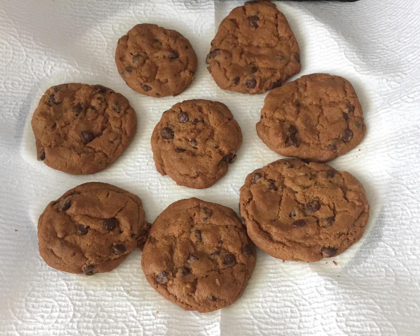 healthy classic chocolate chip cookies by @dream_big25