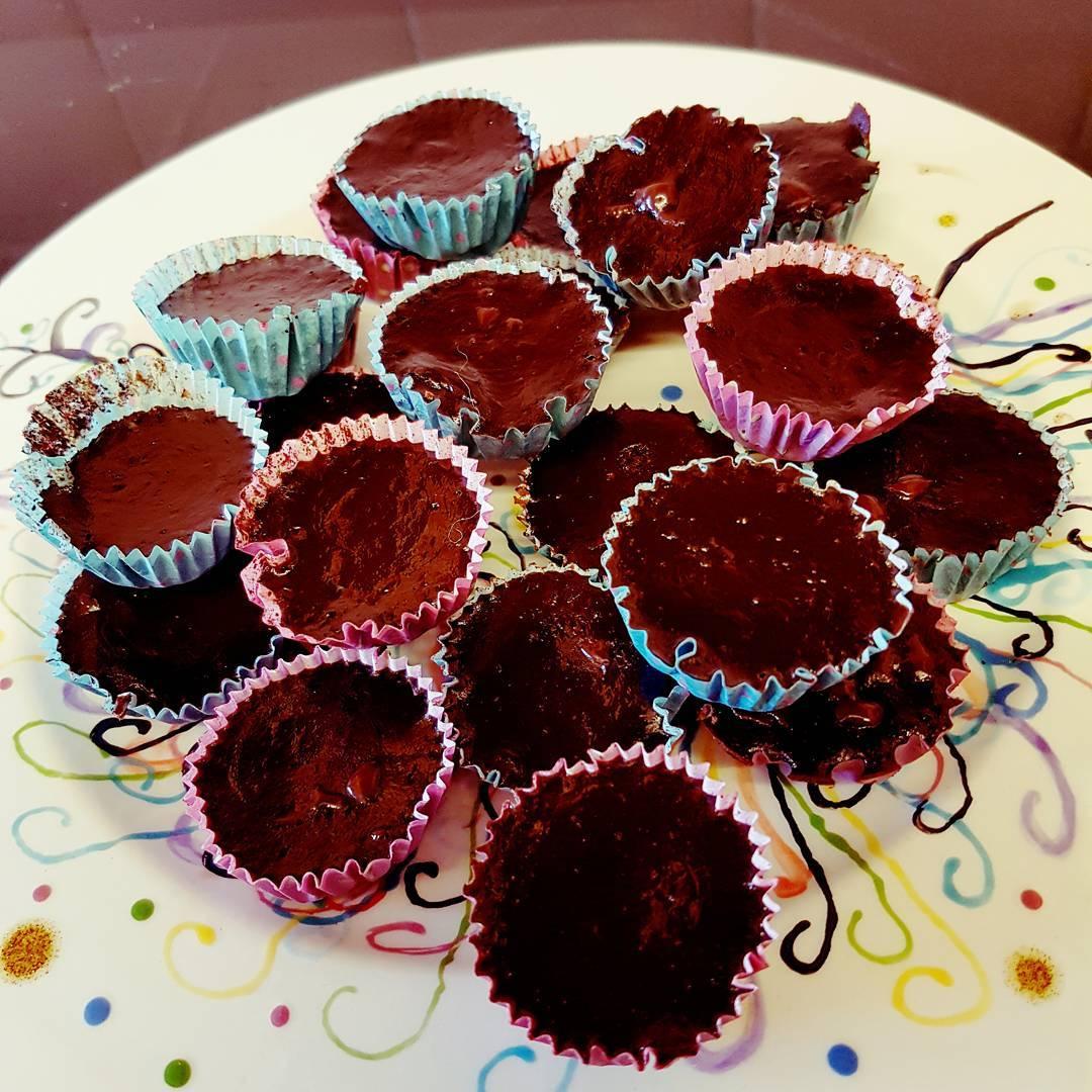 flourless chocolate chunk brownie bites by @janeelizabethwilkinson