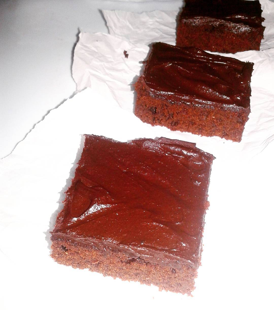 healthy & fudgy dark chocolate frosted brownies by @myfoodandvisits