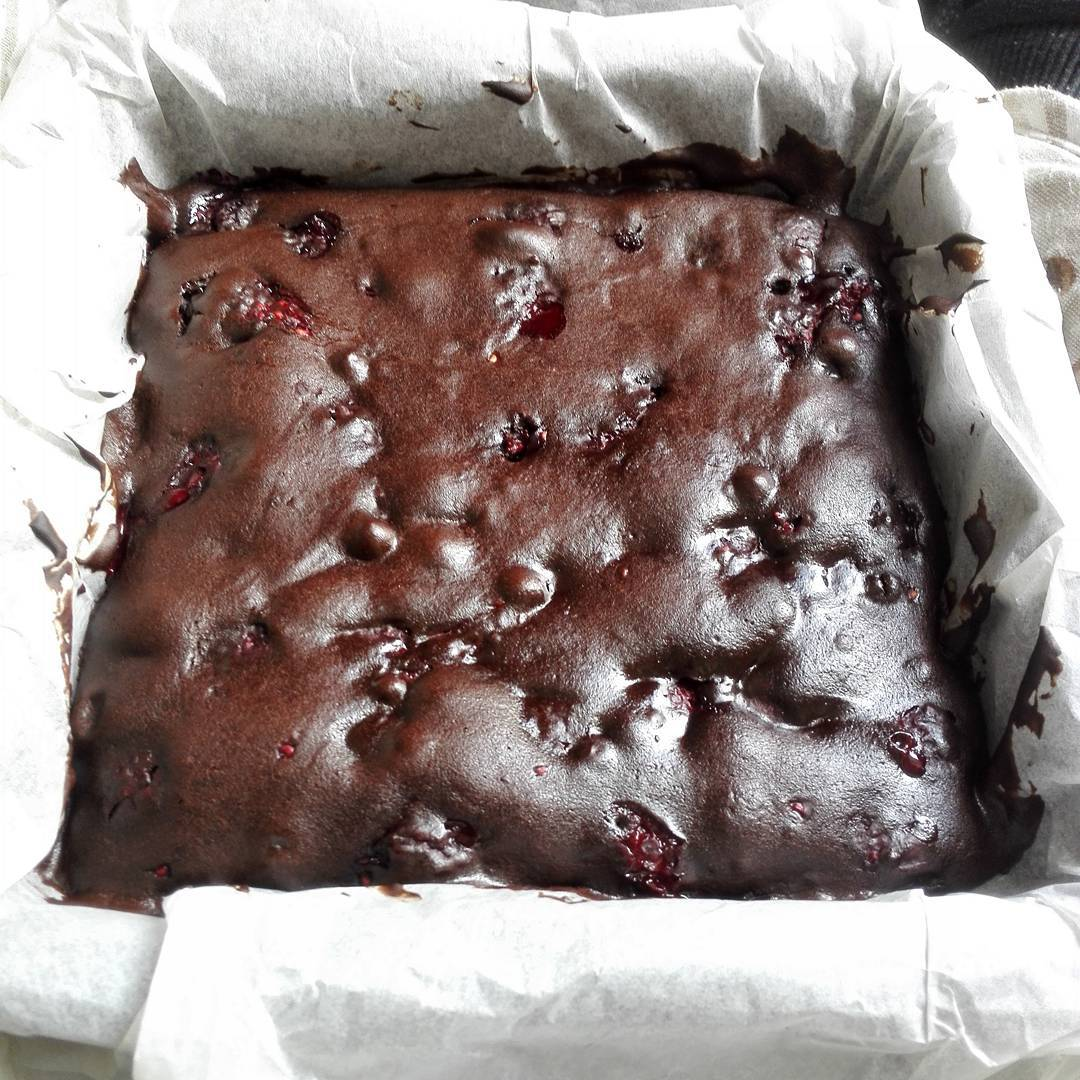 fudgy dark chocolate raspberry brownies by @stella_dez