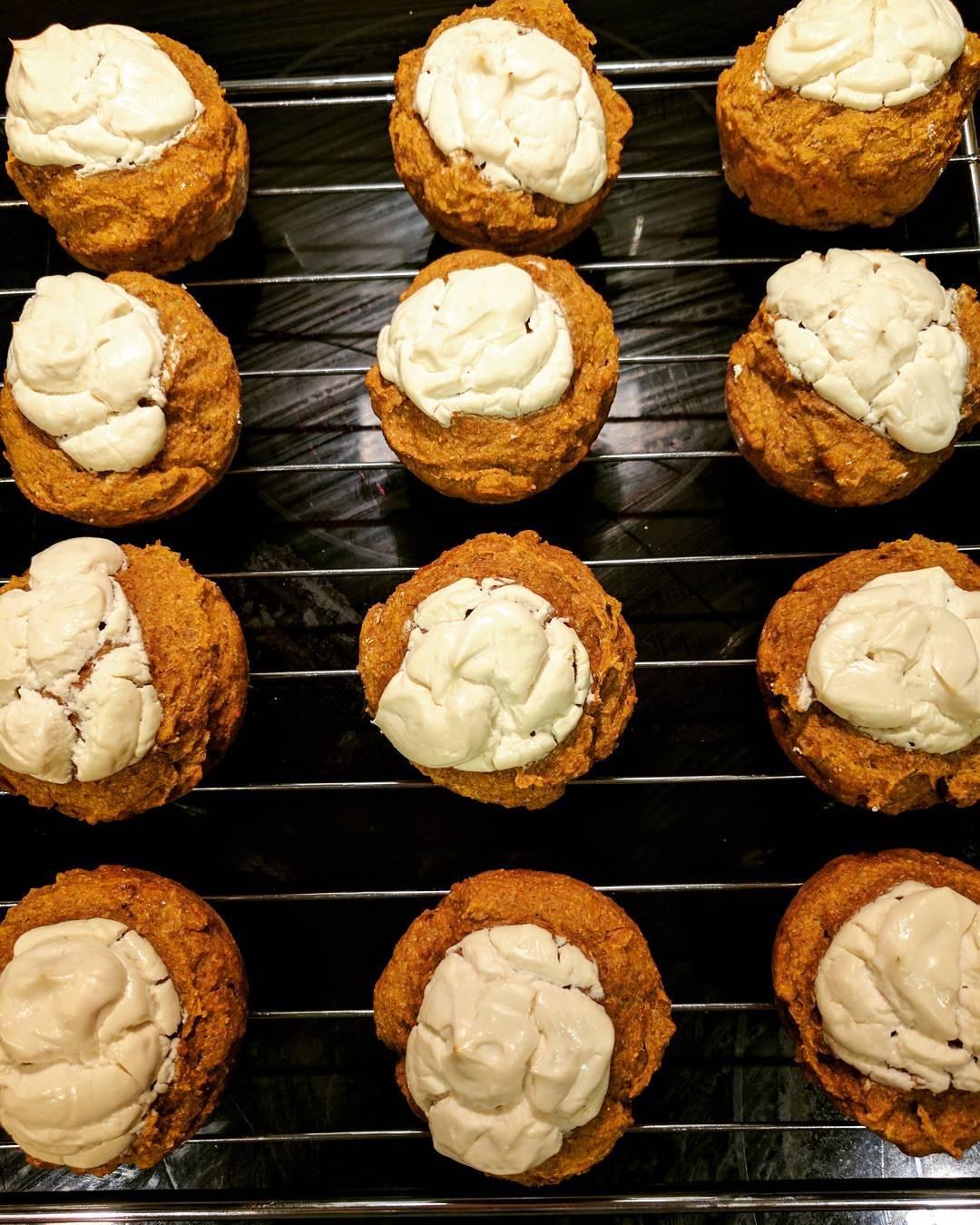 pumpkin cream cheese muffins by @bestlaidpans