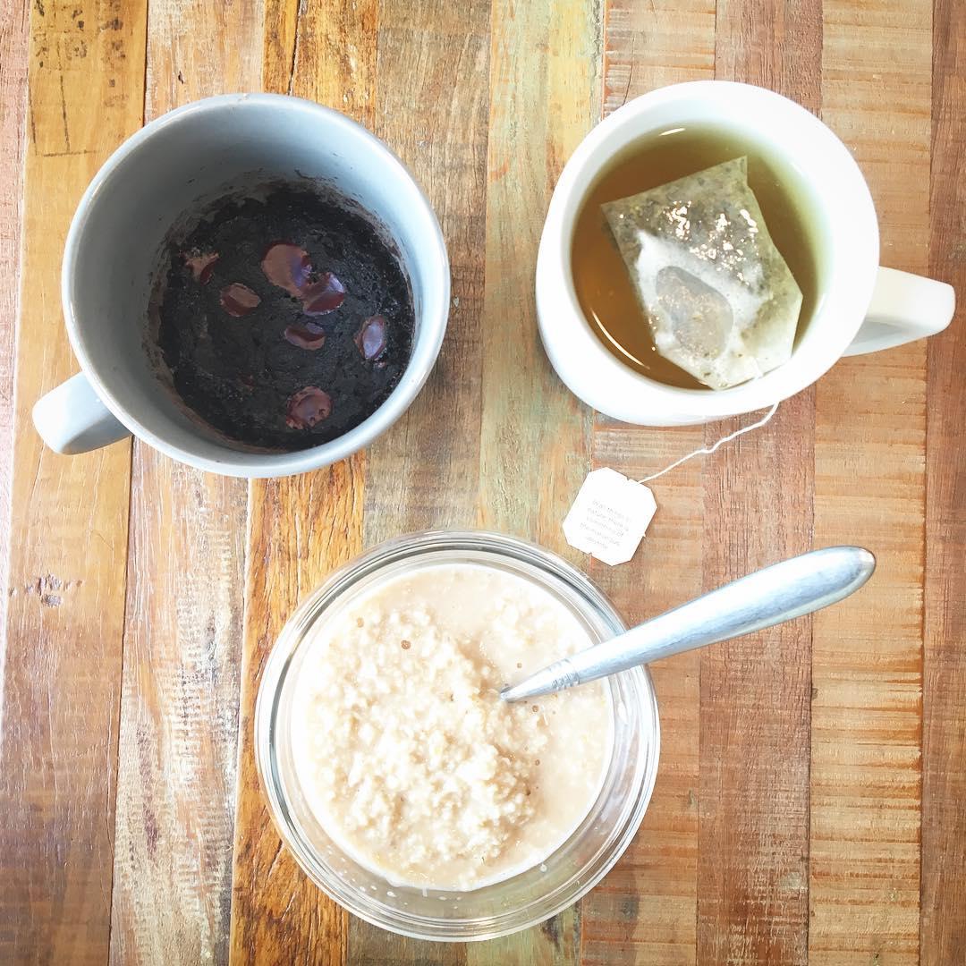 healthy single-serving triple chocolate mug cake by @motha_baker