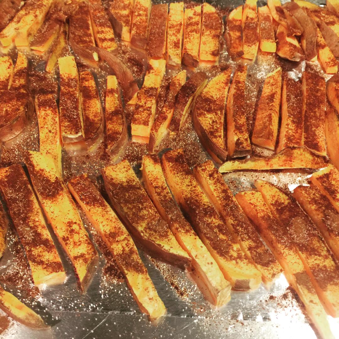baked spicy cinnamon sweet potato fries by @malbludsworth