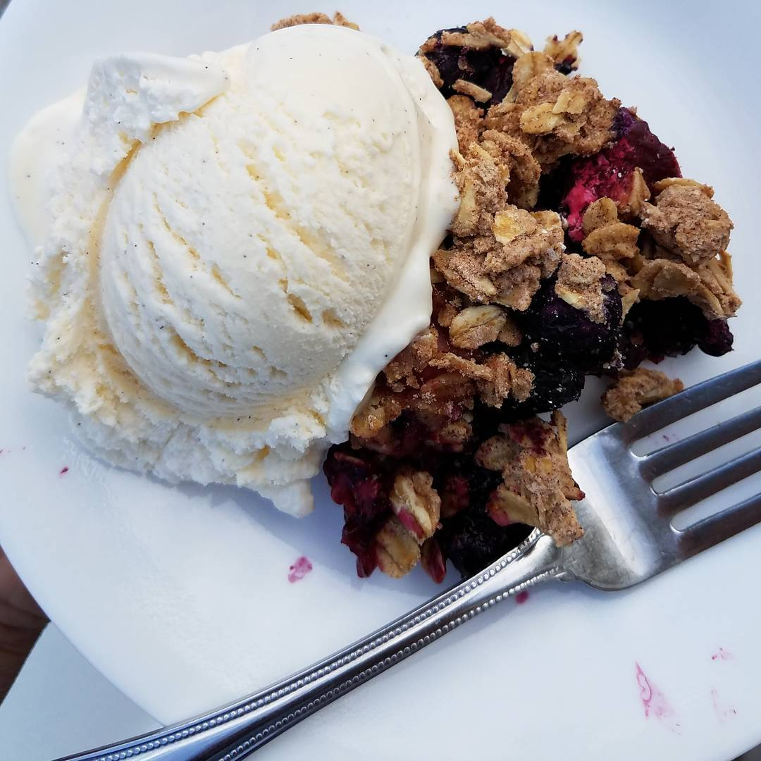 the ultimate healthy blueberry crumble by @thefourlittlepigs