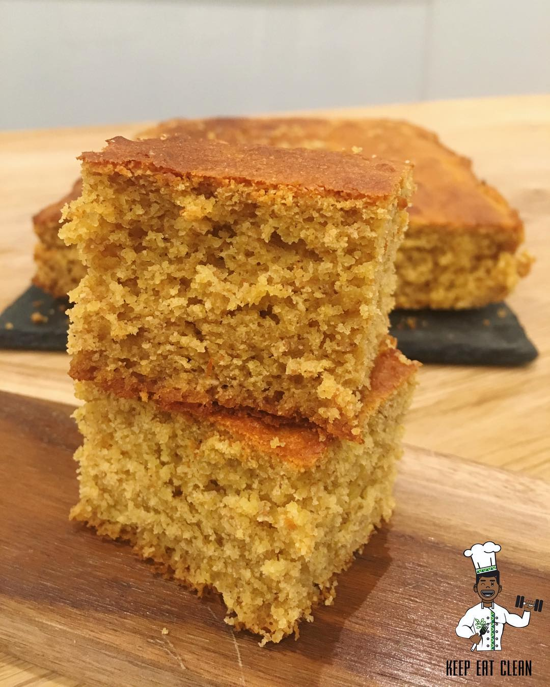 the ultimate healthy cornbread by @keepeatclean