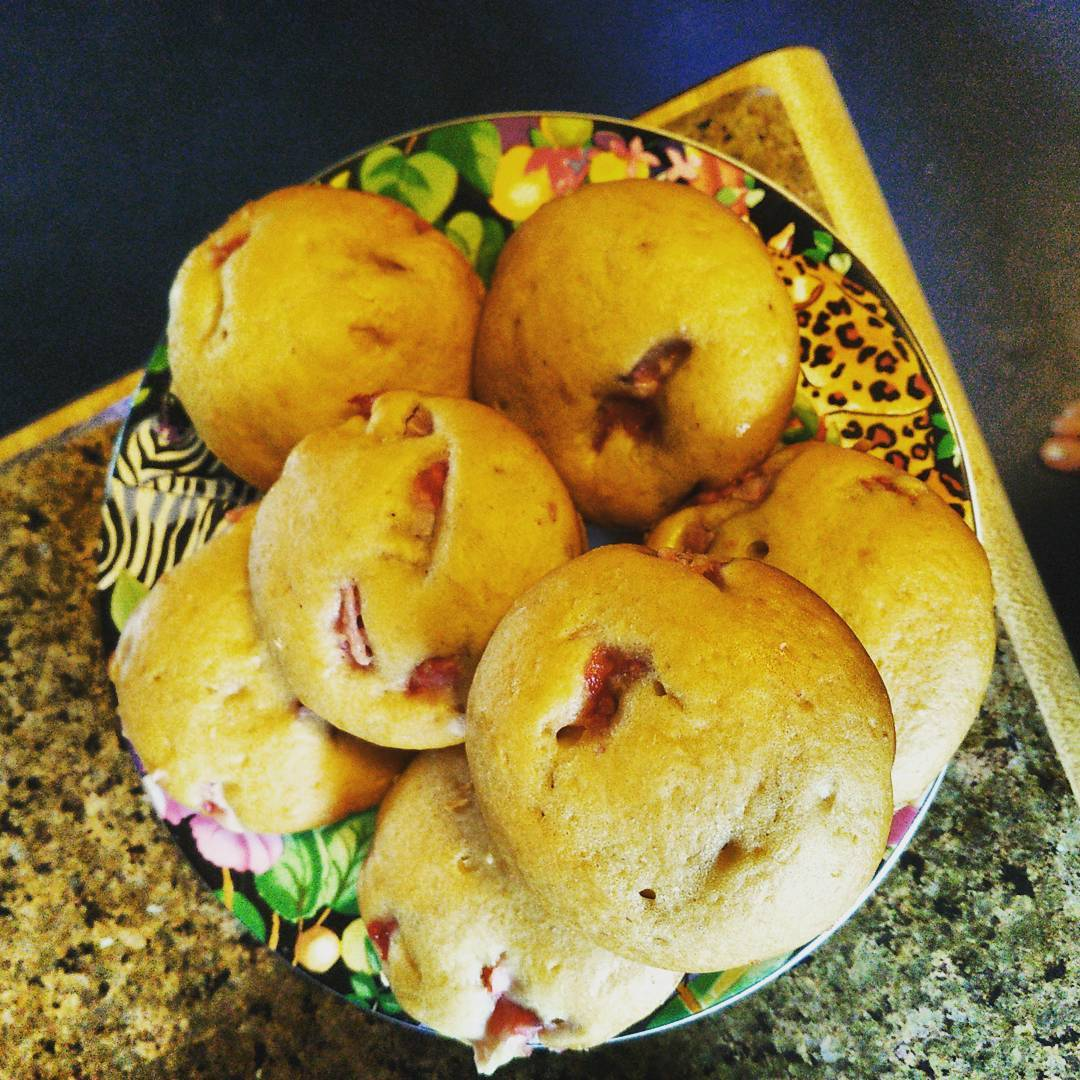 whole wheat strawberry chocolate chip muffins by @operaticc