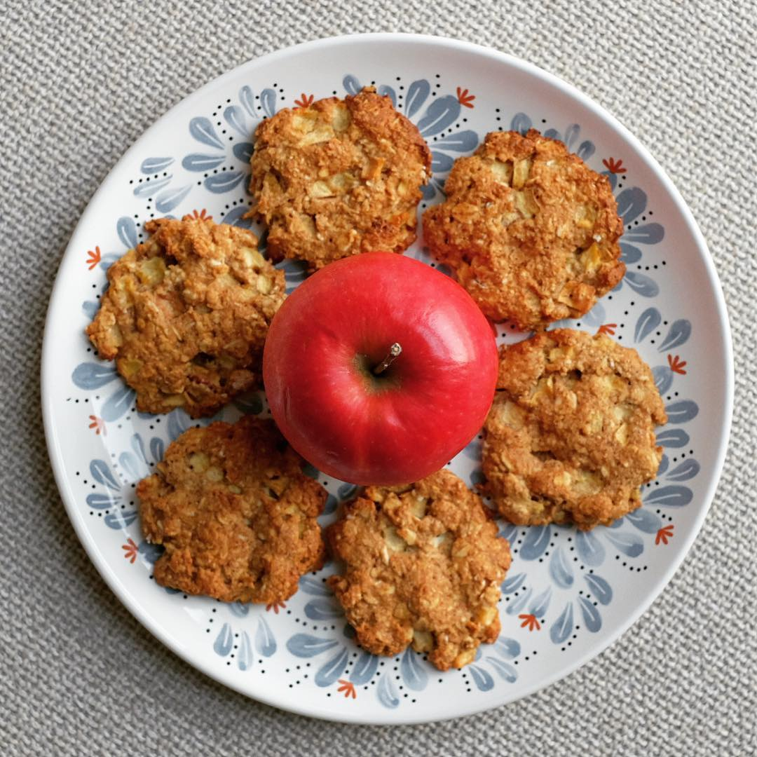 apple pie oatmeal cookies by @better.bites
