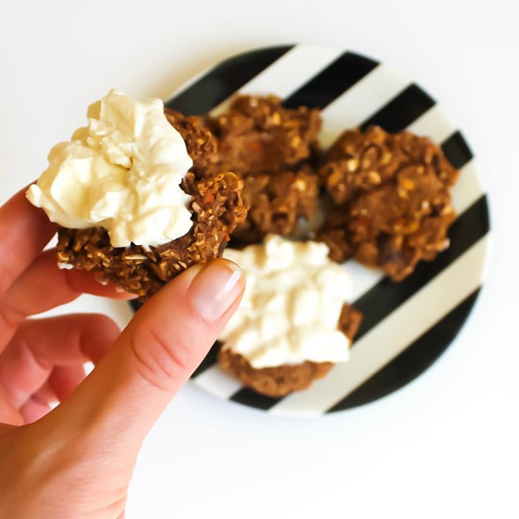 carrot cake oatmeal cookies by @aladygoeswest