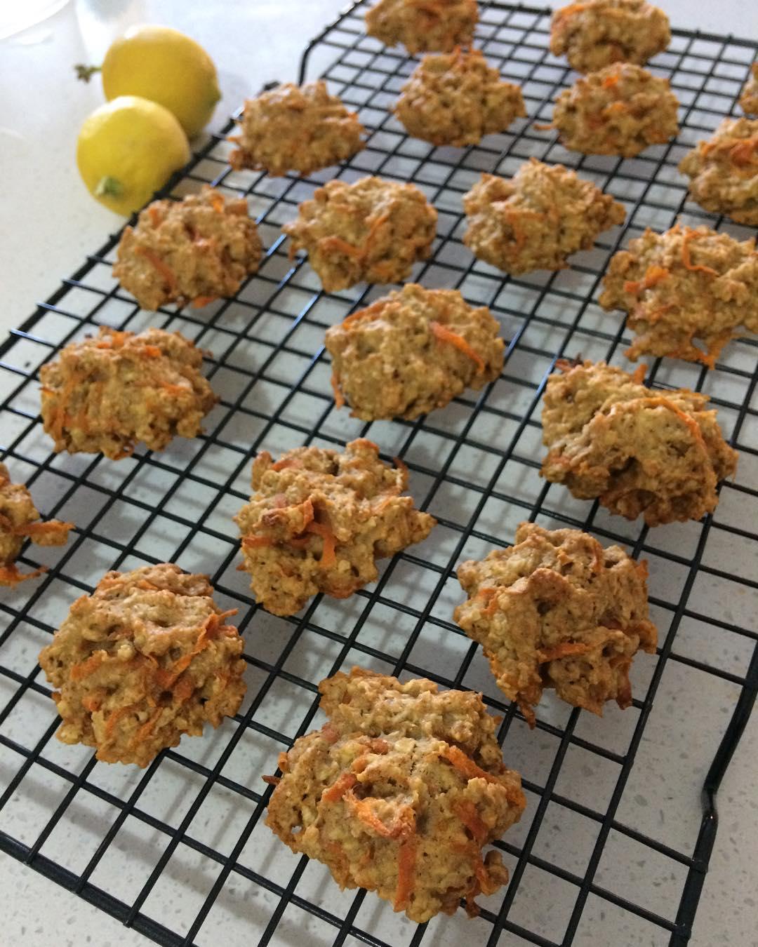 carrot cake oatmeal cookies by @karmeii_