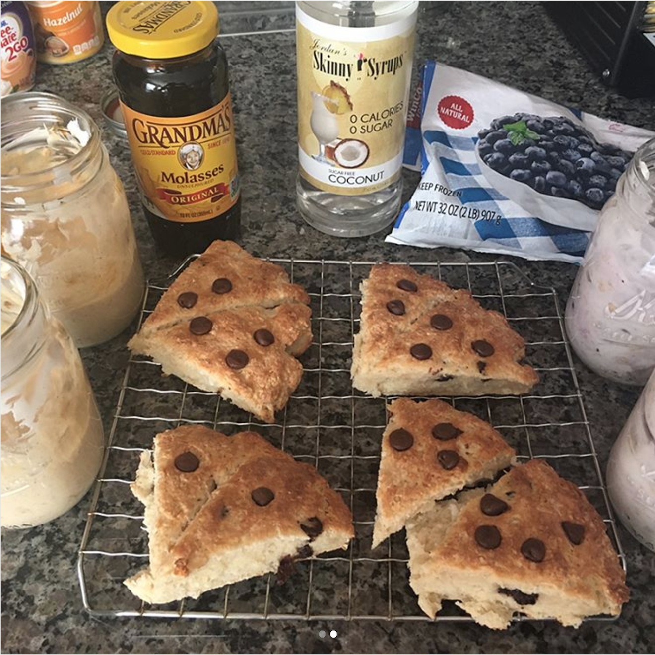 chocolate chip scones, gingerbread protein overnight oats & blueberry pie protein overnight oats by @tekeilasunrize
