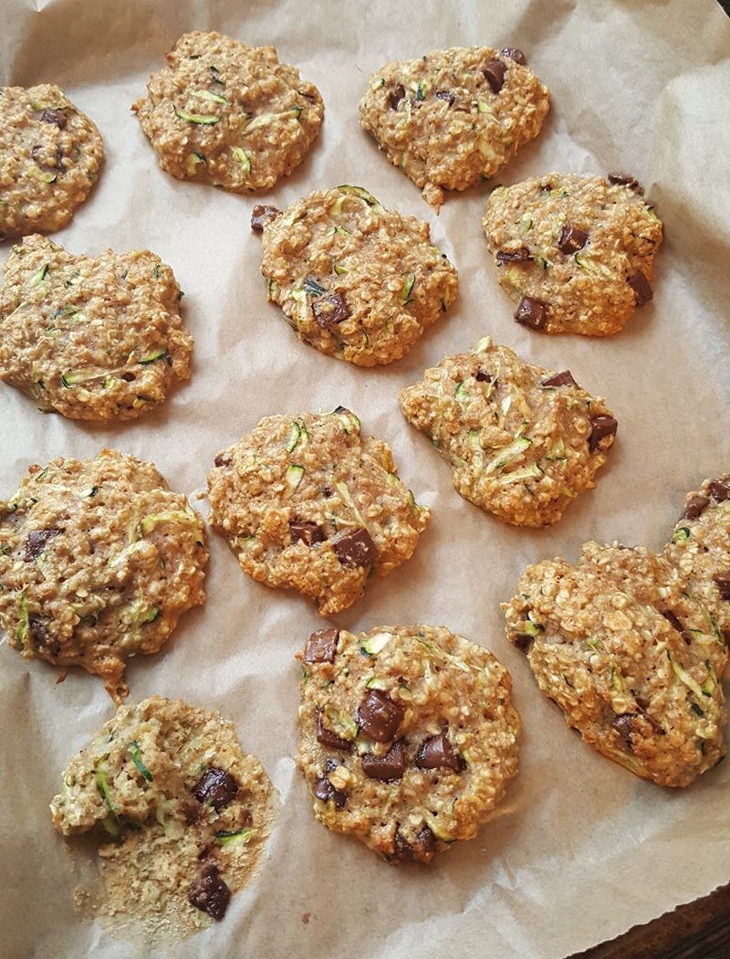 chocolate chip zucchini bread oatmeal cookies by @jesmanku