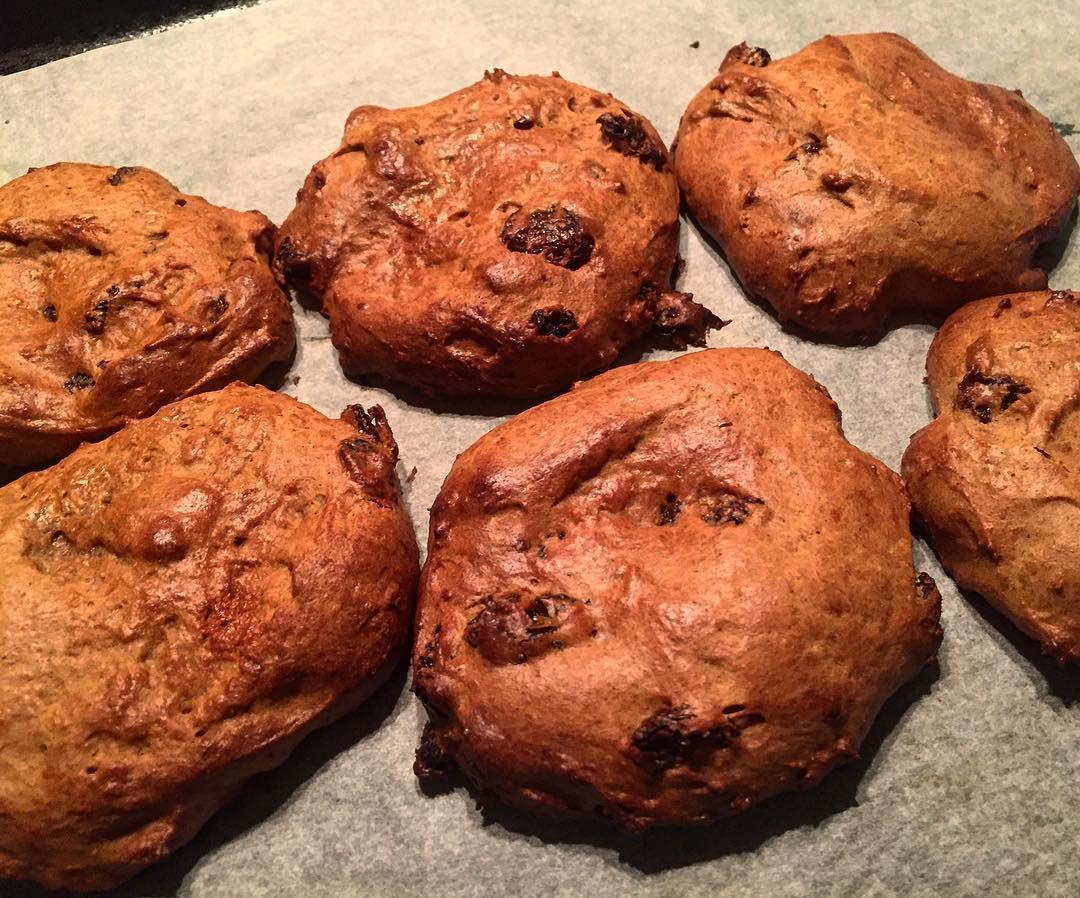 cinnamon raisin scones by @jessssss.m