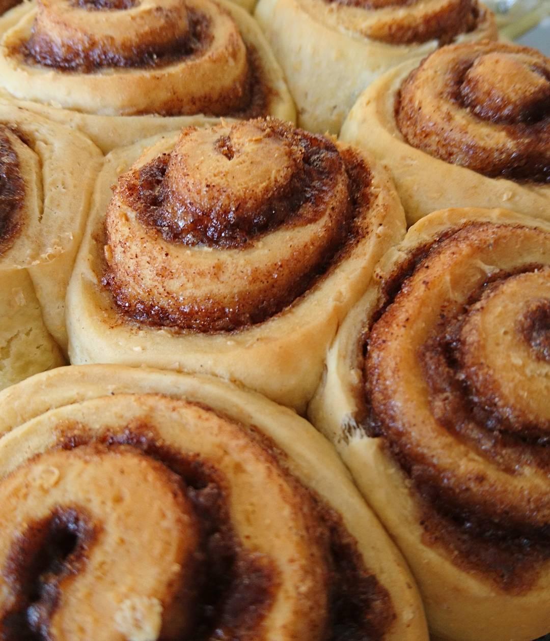 classic cinnamon rolls by @tiffmorenobrooks