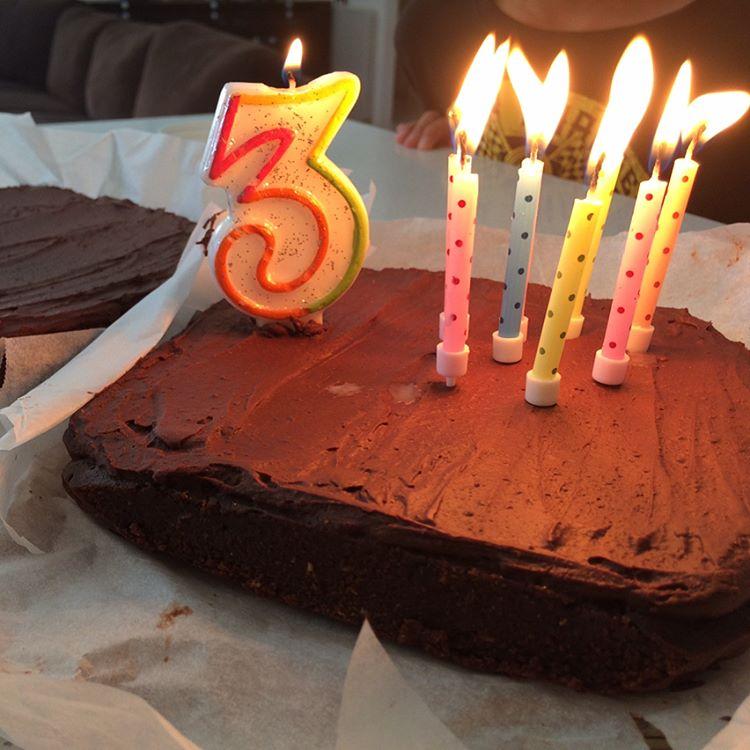 healthy & fudgy dark chocolate frosted brownies by @karmeii_