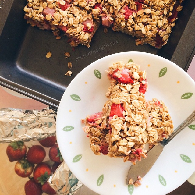 chewy strawberry banana granola bars by @momentswithrae