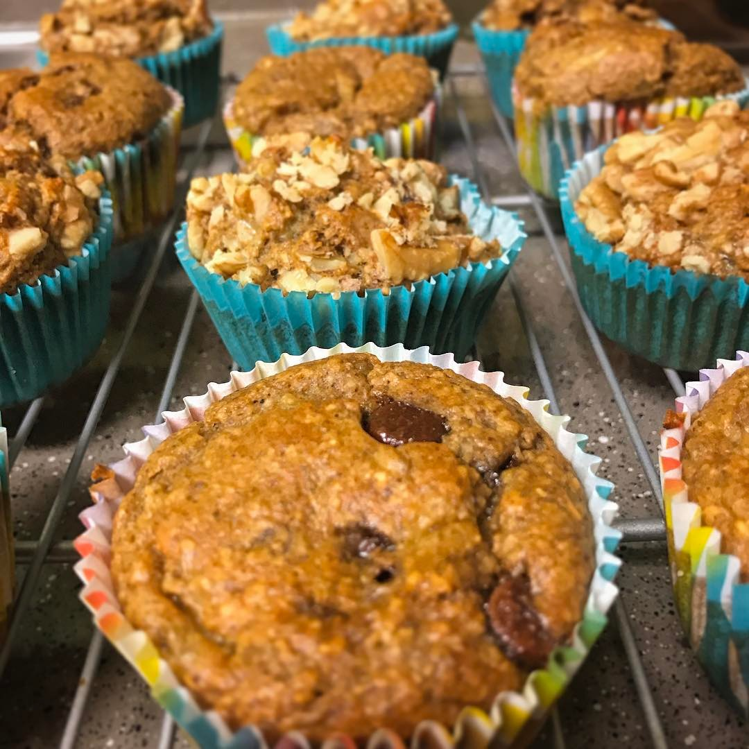 the ultimate healthy banana nut muffins {with chocolate chips in some!} by @kiwithetattooedlady