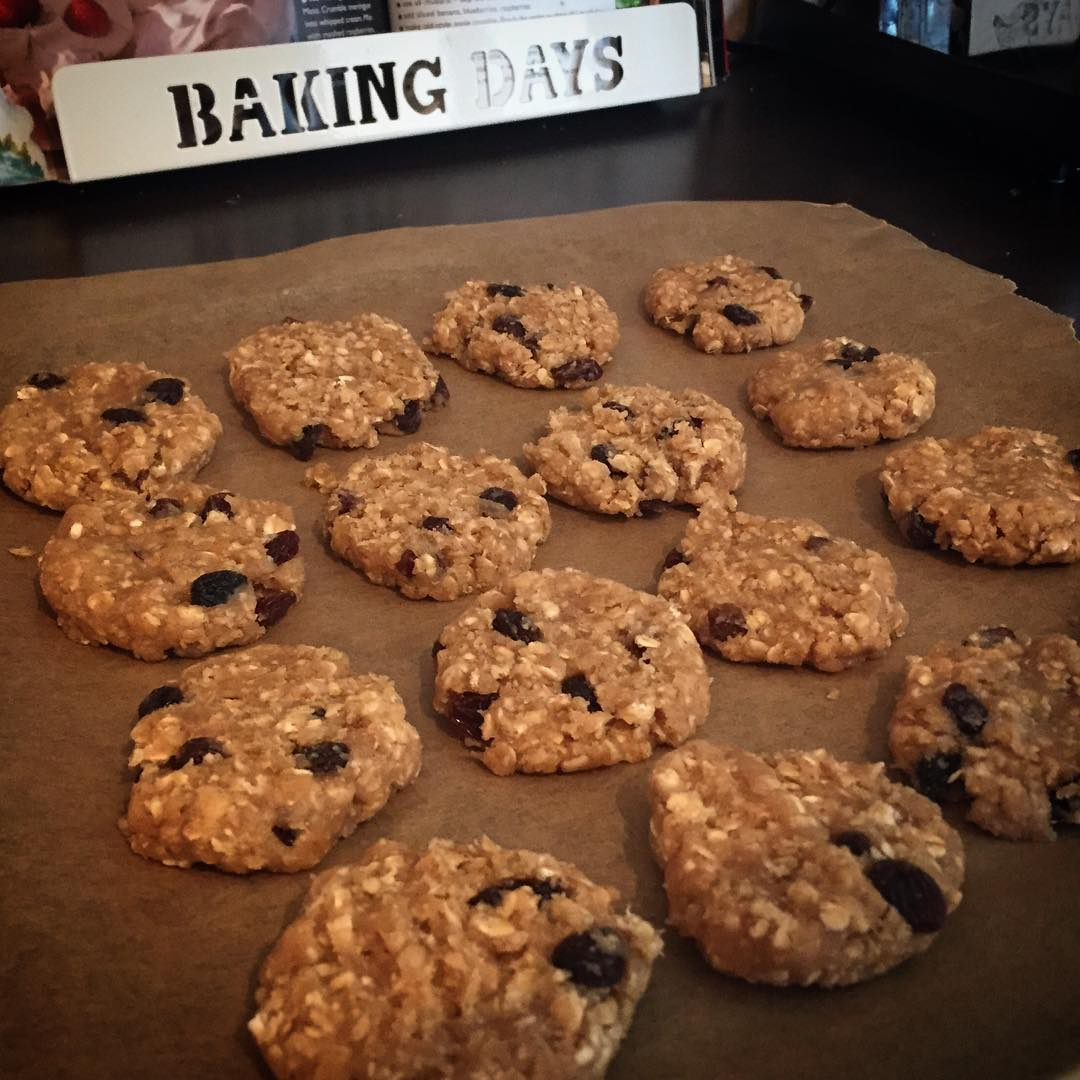 the ultimate healthy soft & chewy oatmeal raisin cookies by @abigailsteaparty