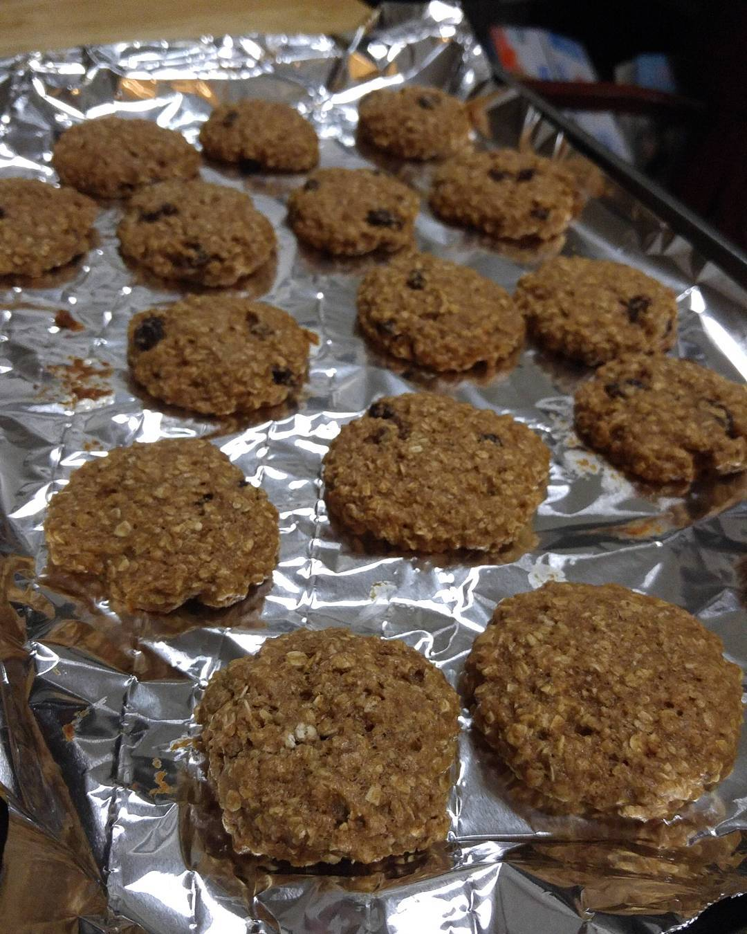 the ultimate healthy soft & chewy oatmeal raisin cookies by @thefruitritionist