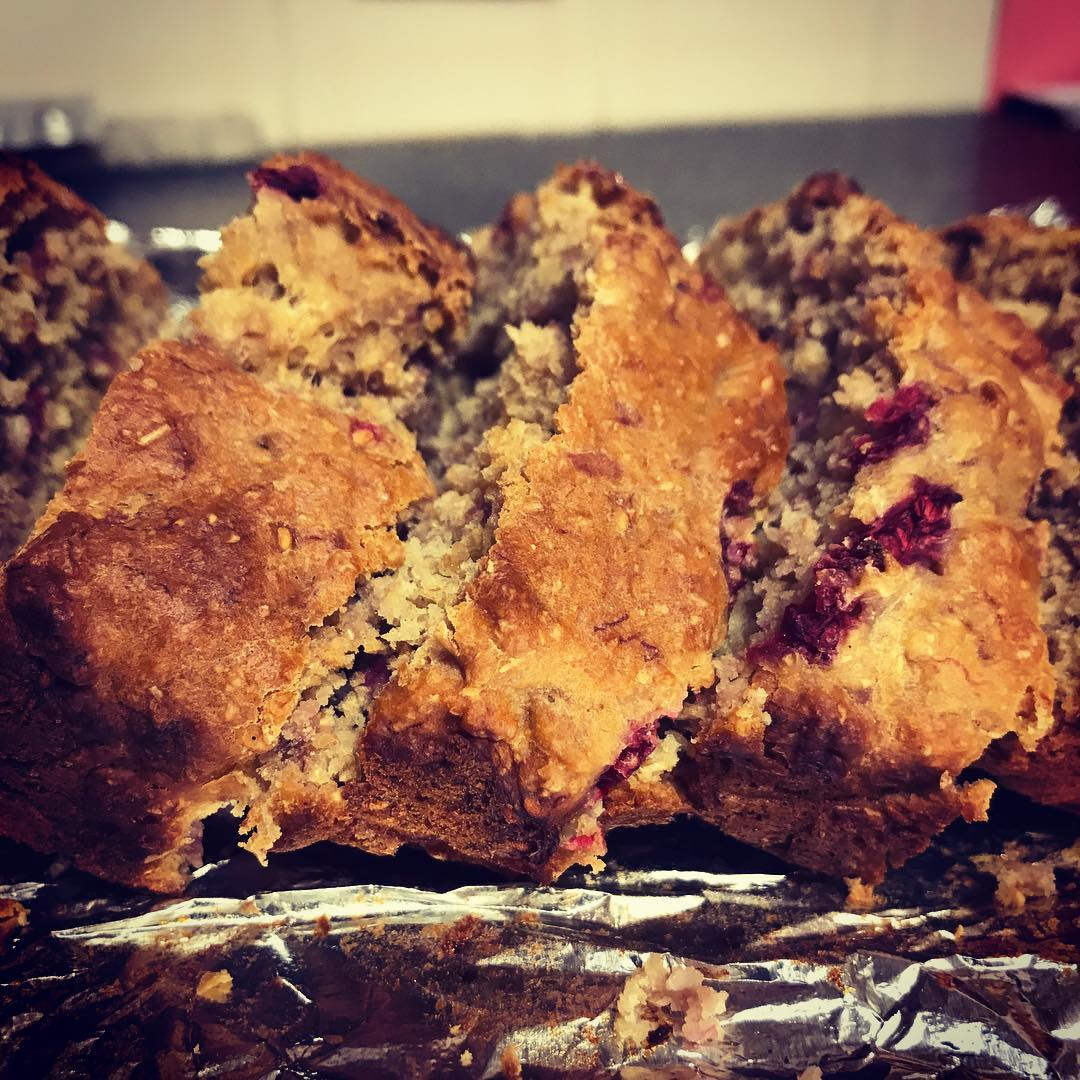 healthy blueberry banana bread by @alicexdeng