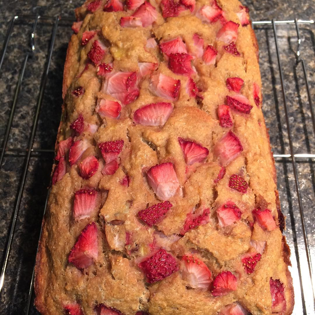 healthy strawberry pecan banana bread by @lovecamping