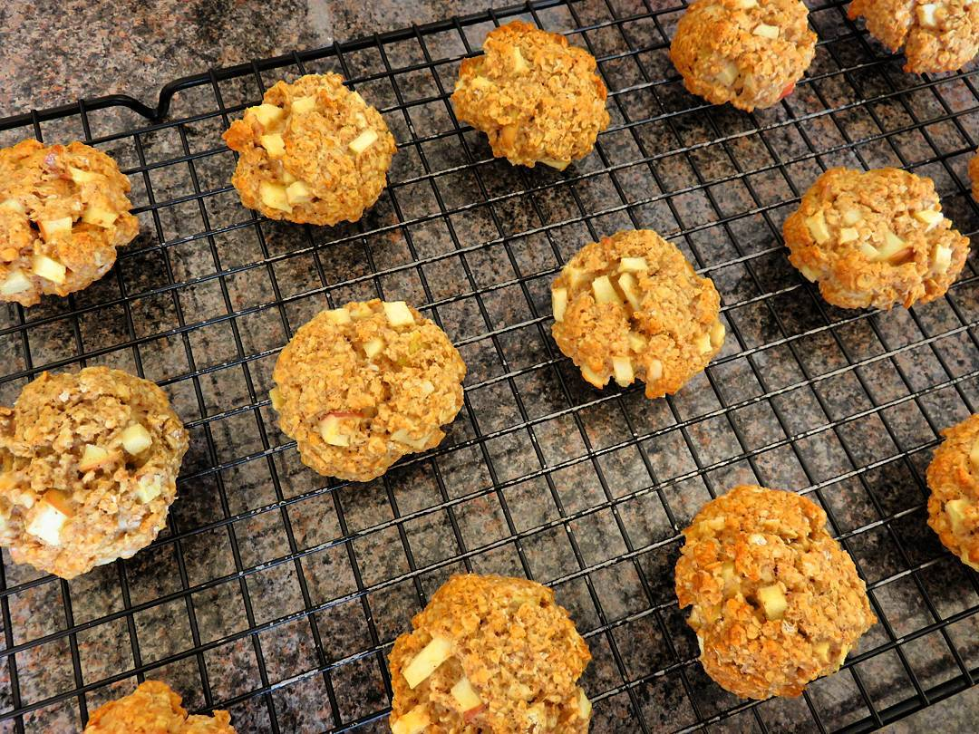 apple pie oatmeal cookies by @alsfitkitchen