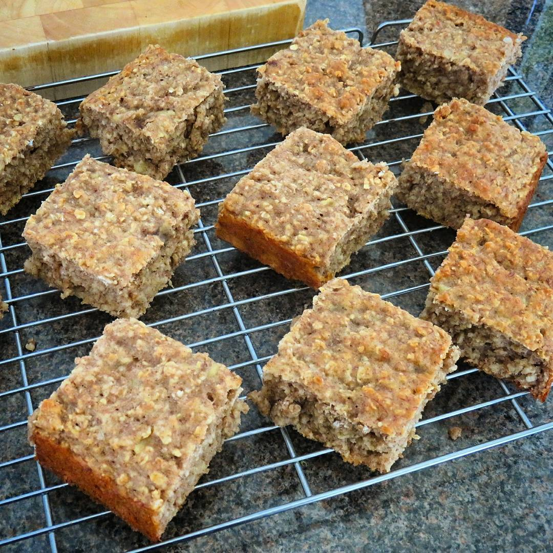 banana oatmeal snack cake by @alsfitkitchen