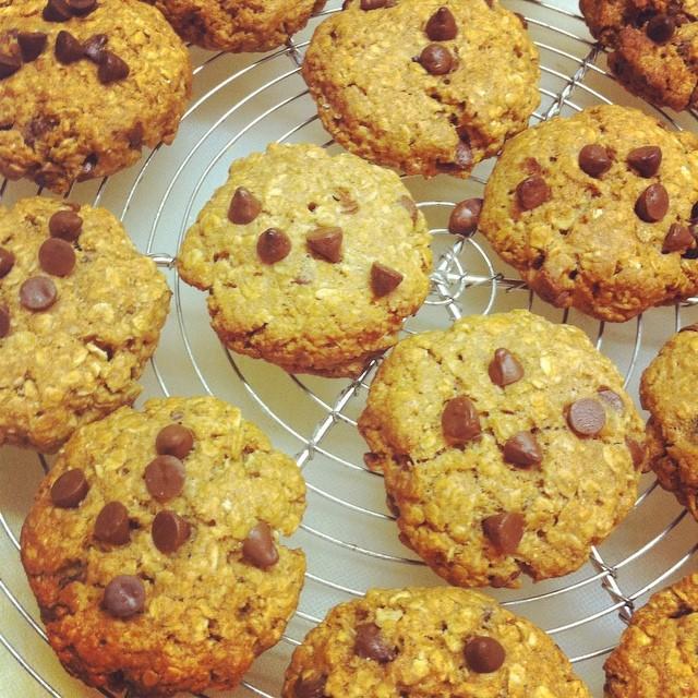 caramel chocolate chip oatmeal cookies by @maraichmaraich