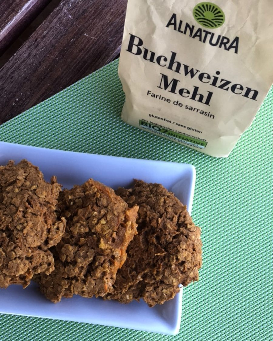 carrot cake oatmeal cookies by @mushy_buddha