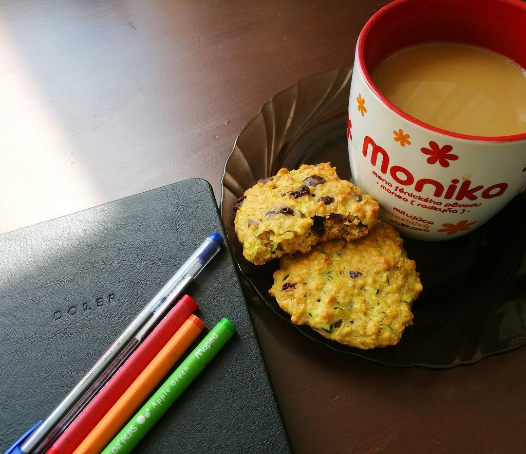 chocolate chip zucchini bread oatmeal cookies by @monula_z