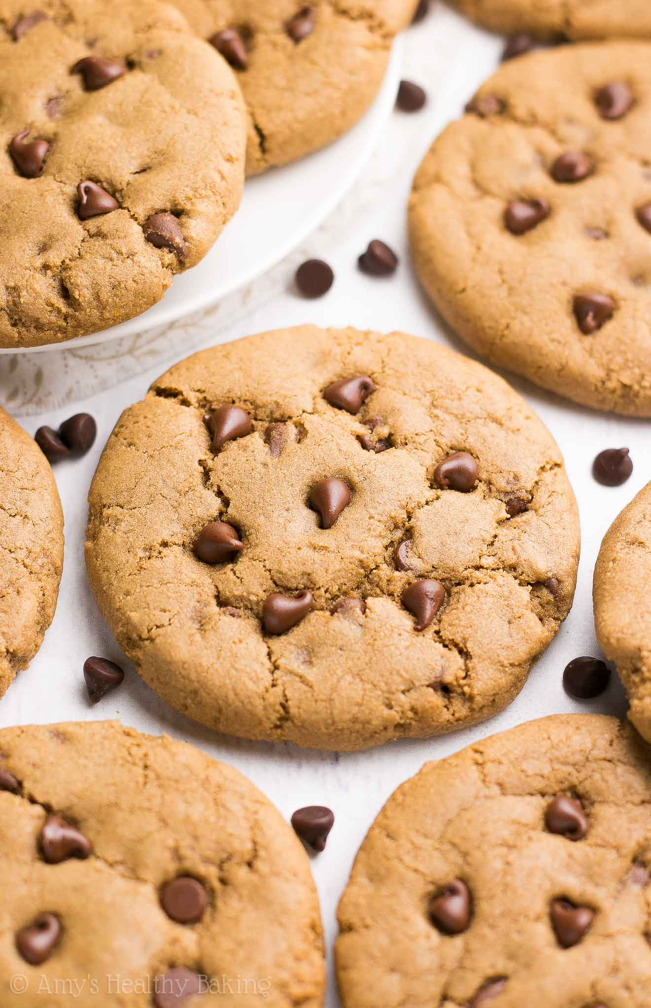 {HEALTHY!} Coffee Chocolate Chip Cookies -- so easy & only 97 calories! Sweet, chewy & perfect for anyone who loves coffee! I make these for my dad for Father's Day -- he's obsessed!!