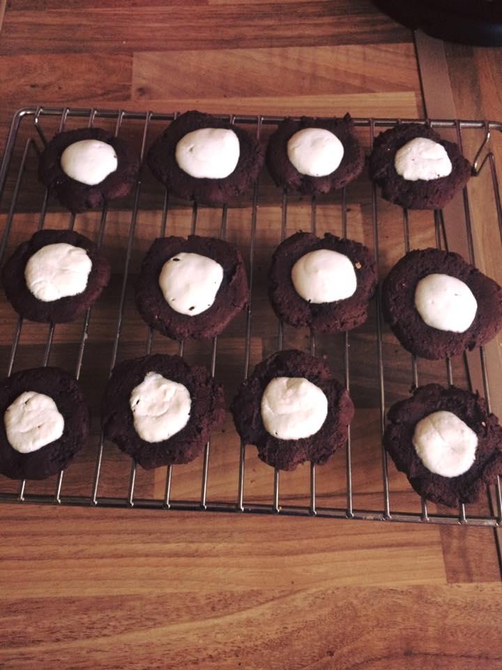 dark chocolate cheesecake thumbprint cookies by @noemi