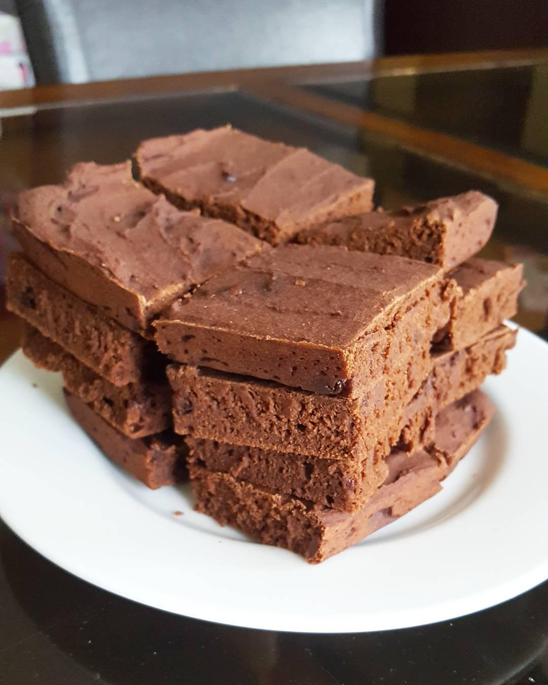 fudgy dark chocolate brownies by @miss.fit.mama