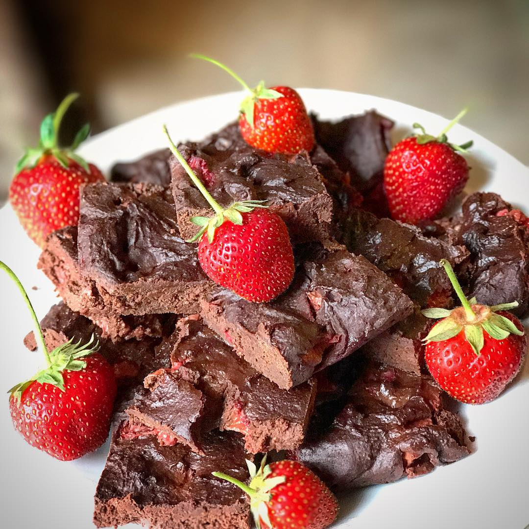 fudgy dark chocolate strawberry brownies by @coachcourtpolo