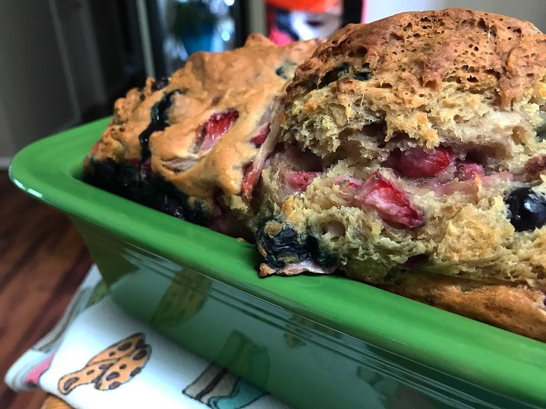 greek yogurt strawberry blueberry pound cake by @ashiejojo