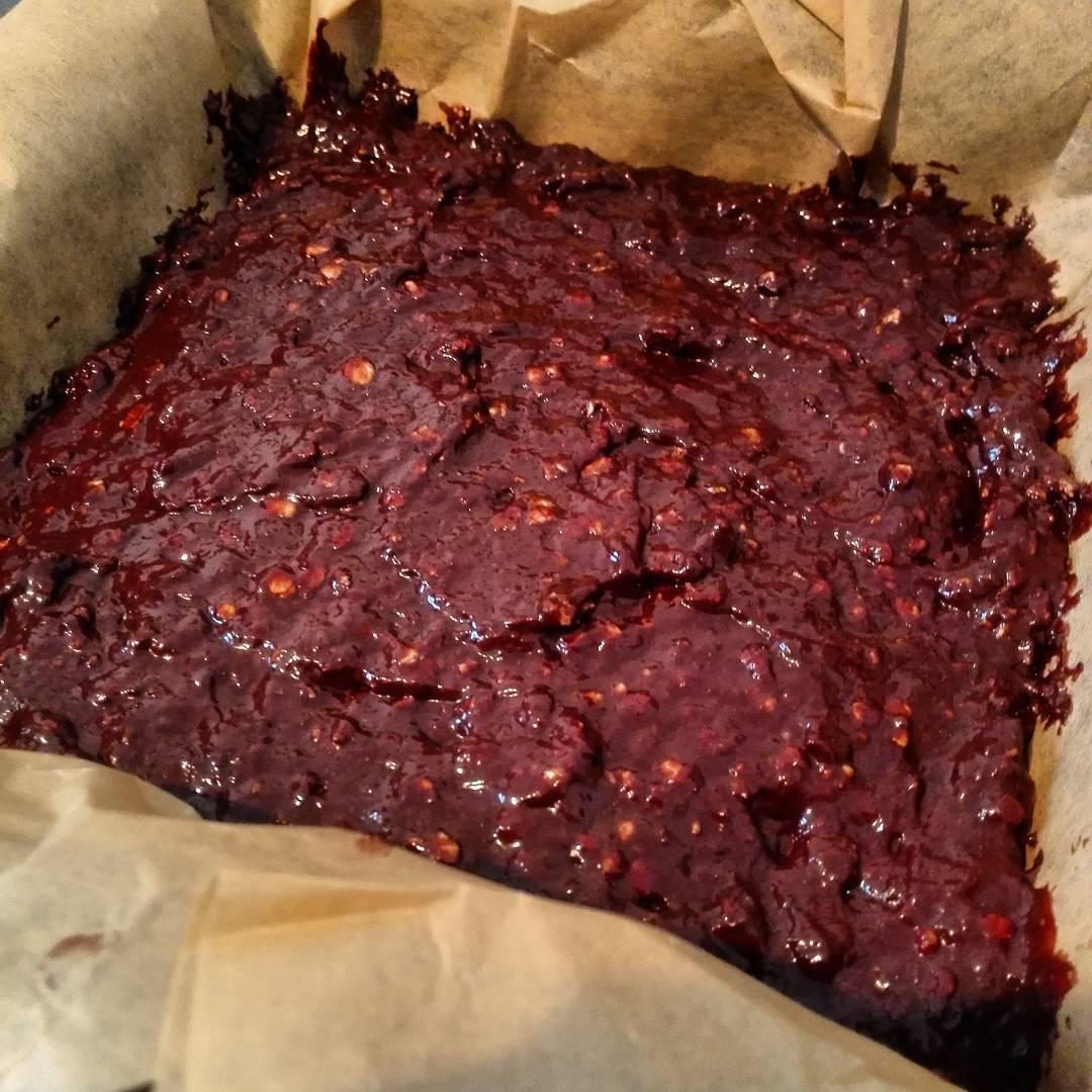 practically flourless extra fudgy brownies by @stella_dez