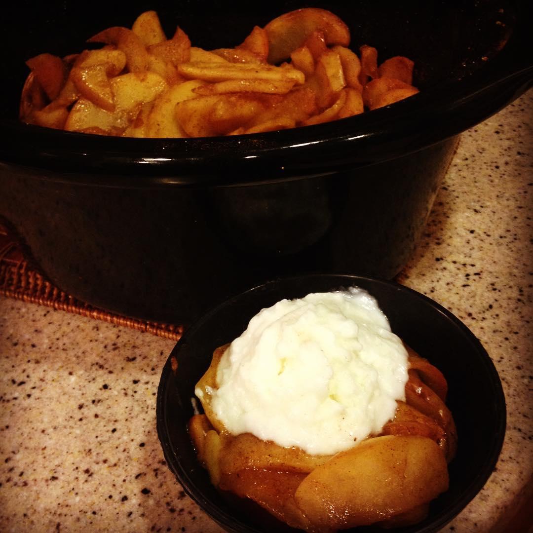 healthy slow cooker crustless apple pie à la mode by @bestlaidpans