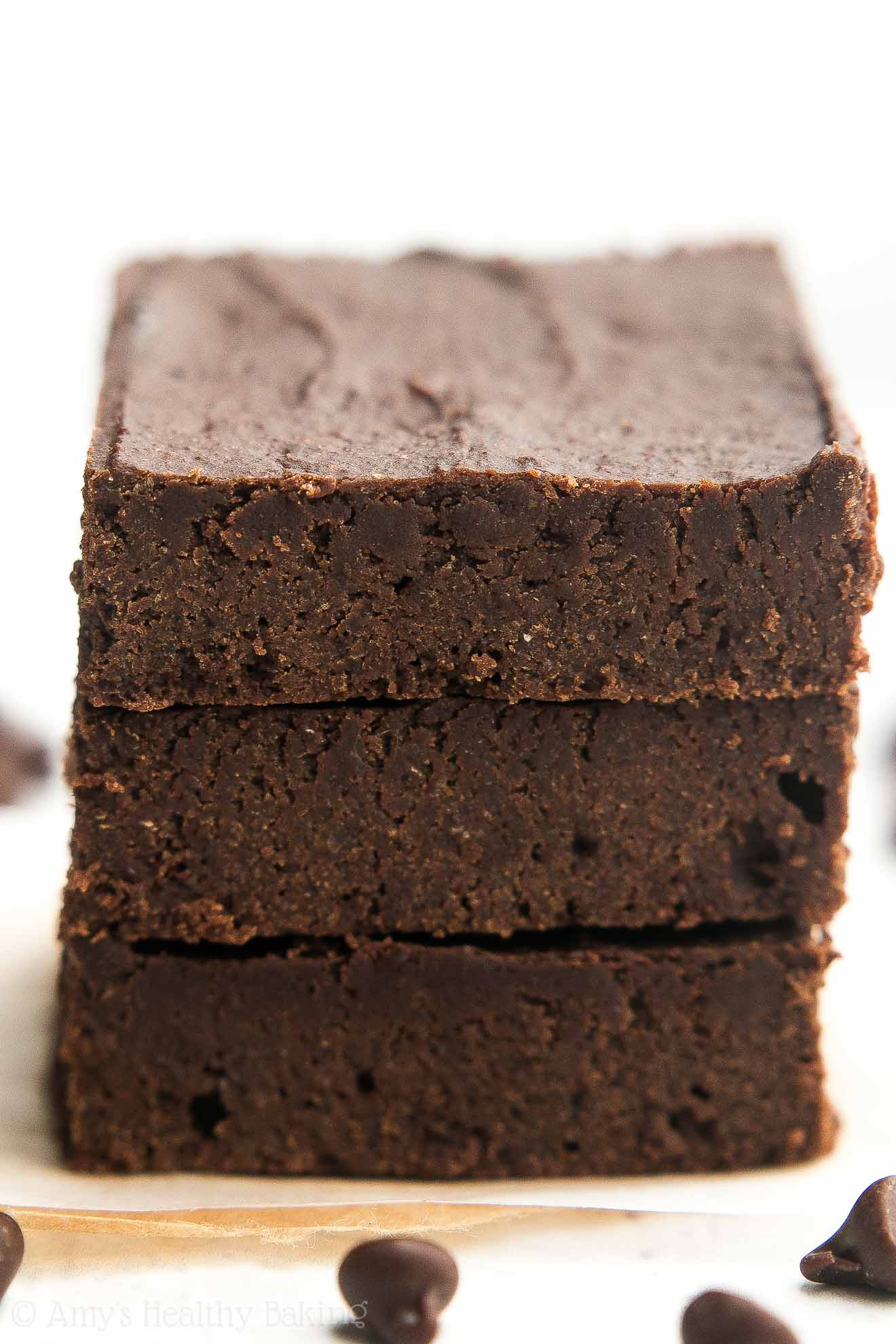 {HEALTHY!} Small Batch Fudgy Dark Chocolate Brownies -- absolutely amazing! Only 67 calories & so rich! Plus this recipe is really easy to make!