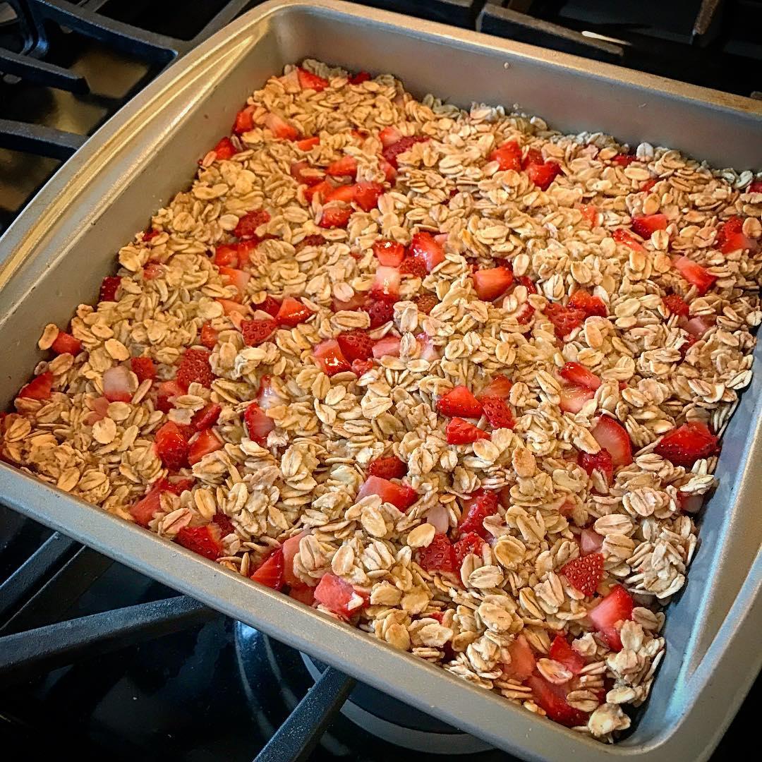chewy strawberry banana granola bars by @coachcourtpolo