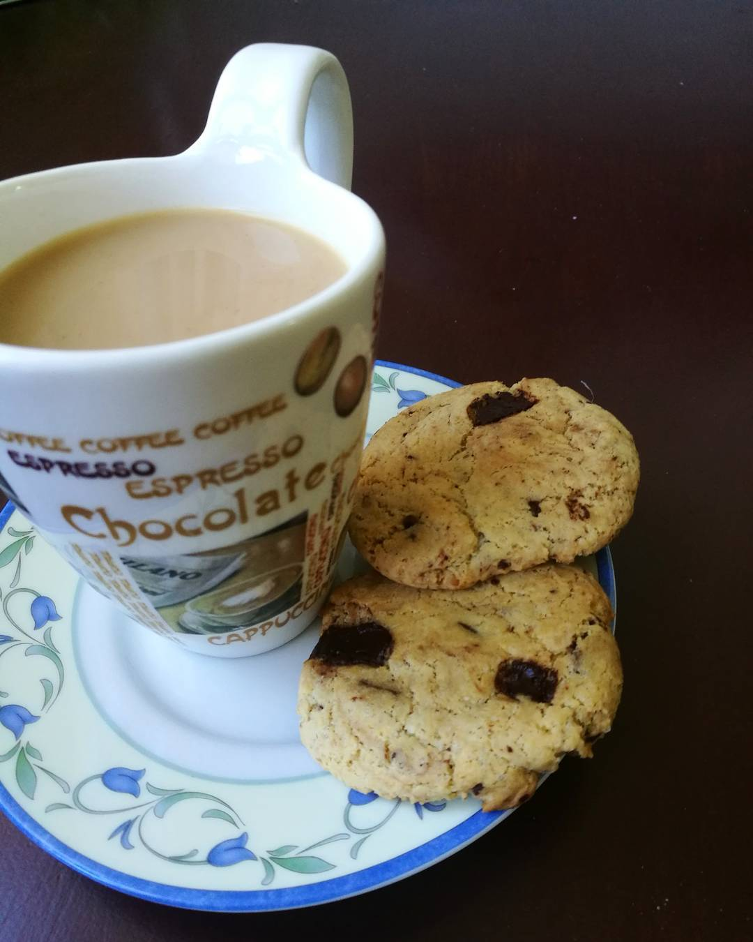 the ultimate healthy soft & chewy chocolate chip cookies by @monula_z