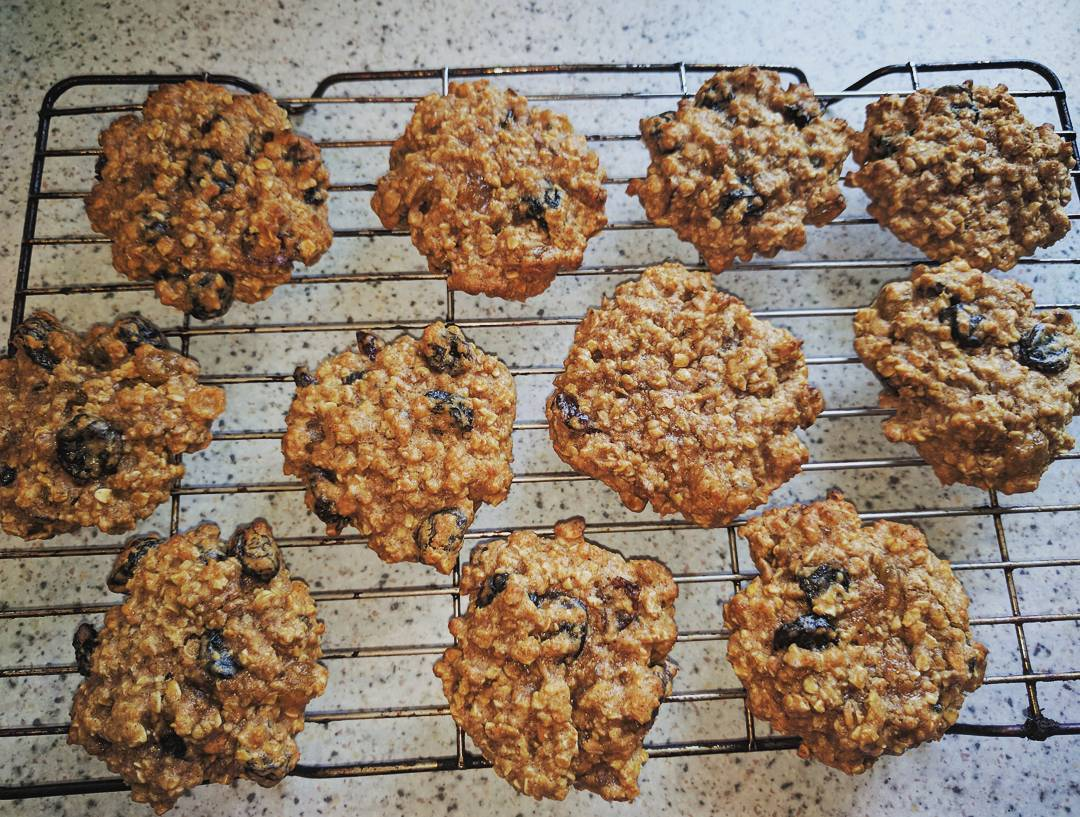 the ultimate healthy soft & chewy oatmeal raisin cookies by @alypally