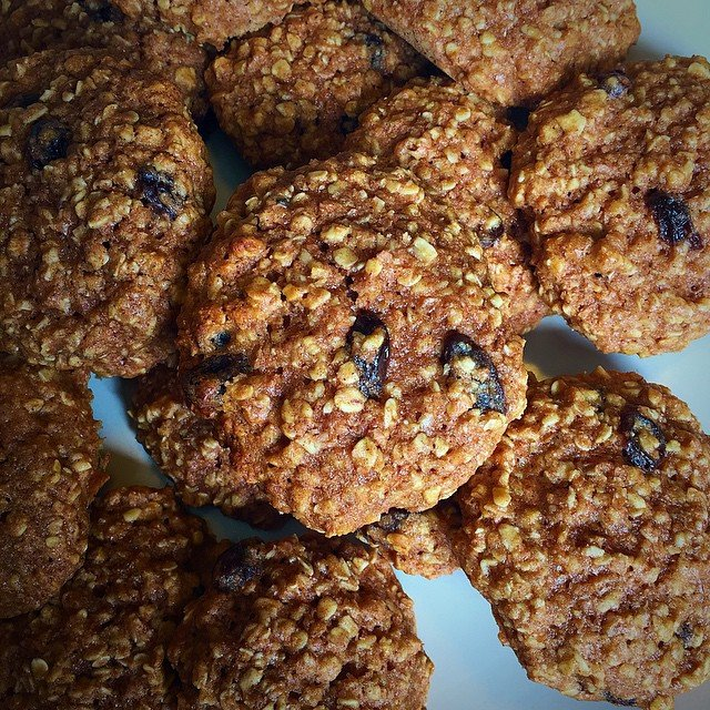 the ultimate healthy soft & chewy oatmeal raisin cookies by @timvcooks