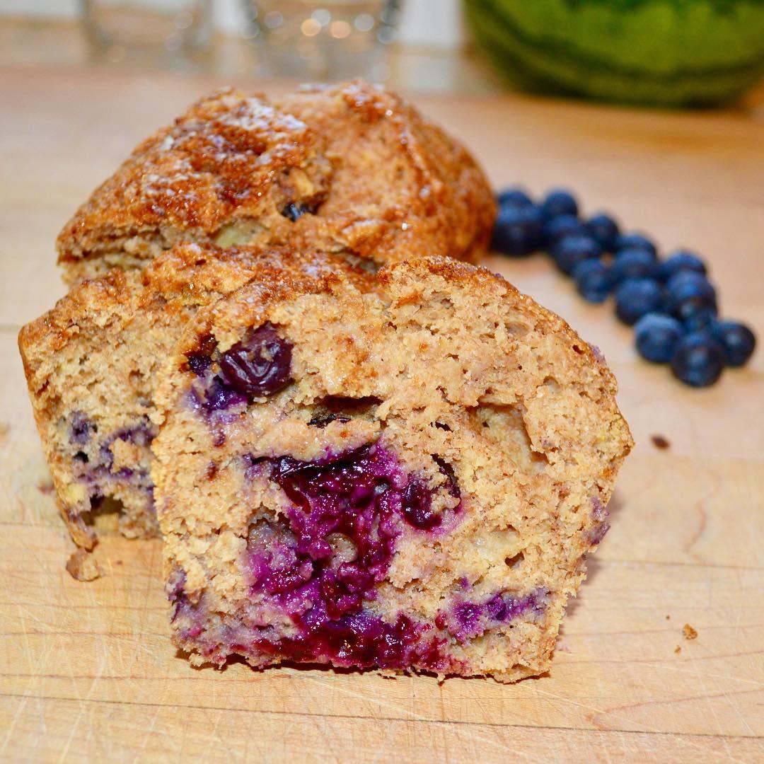 healthy blueberry banana bread by @prettypepita