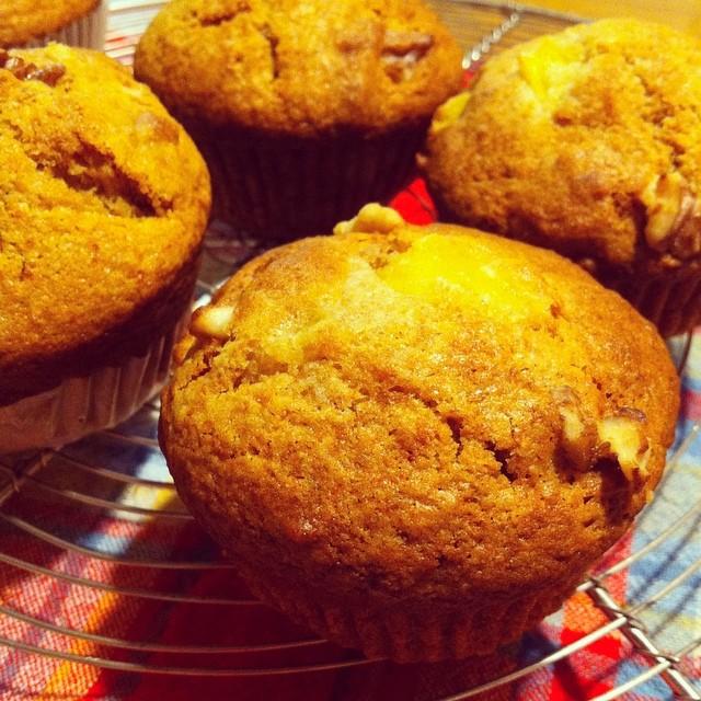 whole wheat honey peach muffins by @maraichmaraich