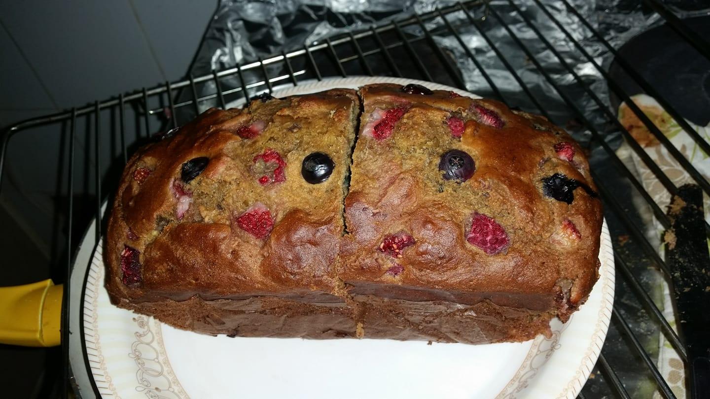 healthy triple berry banana bread by @sumaira
