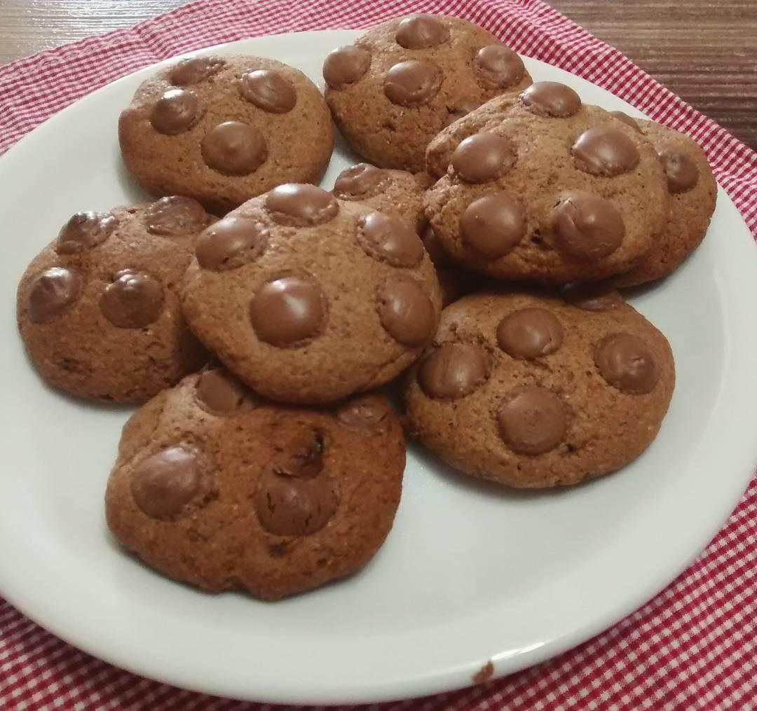 healthy banana chocolate chip cookies by @monteirobea.triz