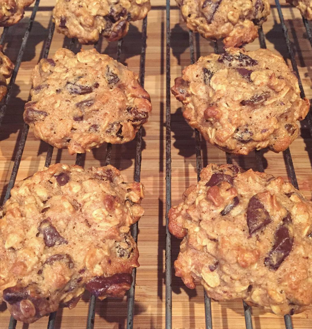 chocolate chip oatmeal cookies by @theartofdeliciousness