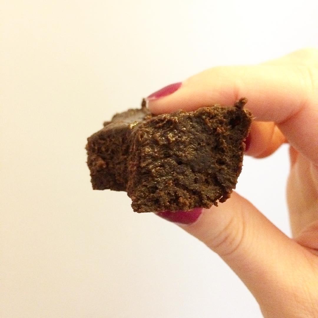 fudgy dark chocolate brownies by @experiment.in.veganism